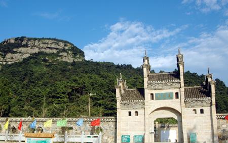 """湖北红安天台山风景区位于鄂豫之交的""""中国第一将军县"""""""